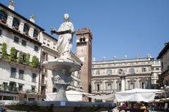 Italien, Verona Die Mitte des Bereichs verziert Veronese Madonna lizenzfreie stockfotos