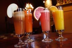 Italienare eller kines - orientaliska drinkar arkivfoto