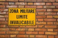 Italienare inget inkräkta tecken fotografering för bildbyråer