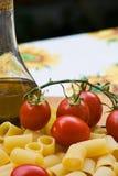 Italiener, der Bestandteile kocht Stockfoto