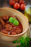 Italienerkochen - Fleischkugeln mit Basilikum Lizenzfreies Stockbild