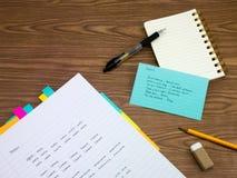 Italienisch; Lernen von neuen Sprachschreibens-Wörtern auf dem Notizbuch Stockfotografie