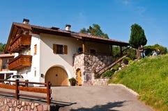Italienische Alpen im Sommer Lizenzfreies Stockfoto