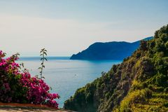 Italienische Ansicht zum Meer lizenzfreies stockfoto