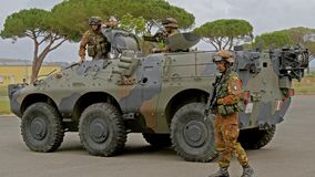 Italienische Armee Militärübung stock video