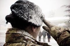 Italienische Armeefrau unter dem Schnee Stockbild