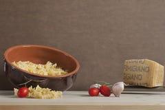 Italienische Bestandteile für das gesunde Kochen stockfotografie