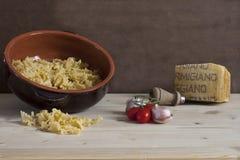 Italienische Bestandteile für das natürliche und gesunde Kochen stockfotografie
