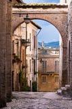 Italienische Dorfstraße Stockfotos