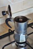 Italienische EspressoKaffeemaschine lizenzfreies stockbild