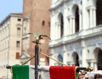 Italienische Flagge des musikalischen Bandes der Armee und der Palladian-Basilika Lizenzfreie Stockbilder