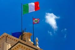 Italienische Flagge und Präsidentenwimpel, Rom, Italien Stockbilder