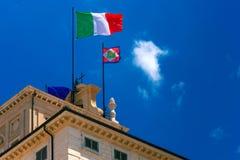 Italienische Flagge und Präsidentenwimpel, Rom, Italien Lizenzfreie Stockfotografie