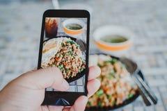 Italienische Küche begleitet von der Huhnsoße Lizenzfreie Stockfotografie