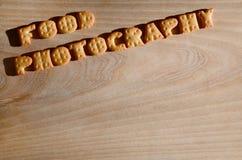 Italienische Küche begleitet von der Huhnsoße Essbare Buchstaben Stockfotografie