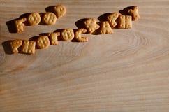 Italienische Küche begleitet von der Huhnsoße Essbare Buchstaben Stockbild