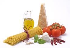 Italienische Küche - Isolationsschlauch und italienische Nahrung Lizenzfreie Stockfotografie