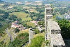 Italienische Landschaft und Ruinen stockfoto