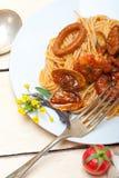 Italienische Meeresfrüchtespaghettiteigwaren auf roter Tomatensauce Stockfotografie