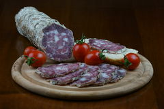 Italienische Nahrung Handwerkersalami Lizenzfreies Stockfoto