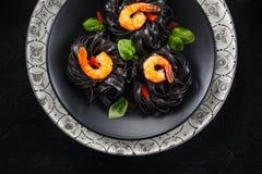 Italienische Nahrung Teigwaren mit Garnelen stockfotografie