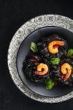 Italienische Nahrung Teigwaren mit Garnelen stockbild