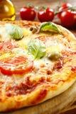 Italienische Pizza Margherita Stockbild