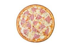 Italienische Pizza mit Ananas und Schinken lizenzfreie stockfotos