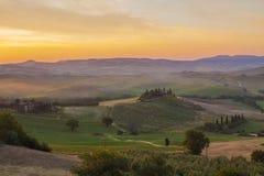 Italienische Region Toskana, Morgenlandschaft stockfotos
