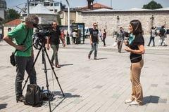 Italienische Reporter von Rai-Nachrichten 24 in Istanbul Lizenzfreie Stockbilder