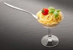 Italienische Spaghettis im Glas Lizenzfreie Stockbilder