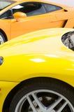Italienische Sportautos in Gelbem und in der Orange Lizenzfreie Stockfotos