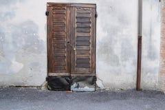 Italienische stabile Tür Lizenzfreies Stockfoto