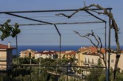 Italienische Stadt von Soverato wacht in den frühen Stunden auf Lizenzfreie Stockfotos