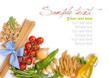 Italienische Teigwaren mit Gemüse und Kräutern Stockfotos