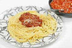 Italienische Teigwaren mit Soße Stockbild
