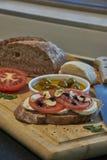 Italienische Tomaten und Knoblauch mit Mozzarella stockbilder