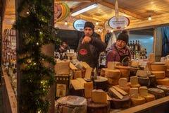 Italienische traditionelle Nahrungsmittel bei einem Straße Weihnachtsmarkt in tun Lizenzfreies Stockbild
