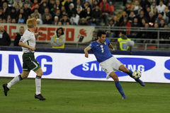 Italienische und irische Fußballspieler Stockfotos