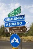 Italienische Verkehrsschilder. Stockfotografie