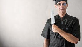 Italienischer Chef mit großem Messer Lizenzfreie Stockfotografie