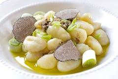 Italienischer Gnocchi mit Zwiebel und Trüffel Stockbilder