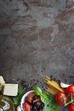Italienischer Lebensmittel-Hintergrund mit Raum für Text Lizenzfreie Stockfotografie