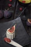 Italienischer Nachtisch panna Cotta mit Feigen Stockbild