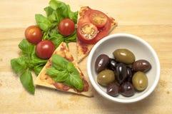 Italienischer Pizza-und Oliven-Aperitif Lizenzfreies Stockbild