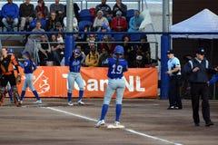 Italienischer Spieler hitted ein basehit 3, für das applaudiert wurde lizenzfreies stockfoto