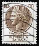 Italienischer Stempel zeigt alte Münze von Syrakus, die Reihe Syracusean-Münze, circa 1968 Stockfotografie