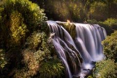 Italienischer Wasserfall Pictoresque: Cascata-delle marmore Stockfotografie
