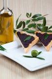 Italienisches bruschetta mit Oliven Lizenzfreie Stockfotos