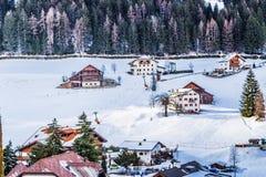 Italienisches Dorf in den Dolomit Lizenzfreie Stockfotos
